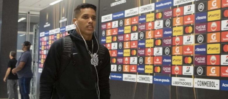 Pedrinho tem malas prontas para Portugal, mas ainda ajudará o clube