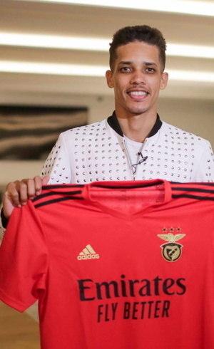Atacante foi contratado pelo Benfica nesta temporada