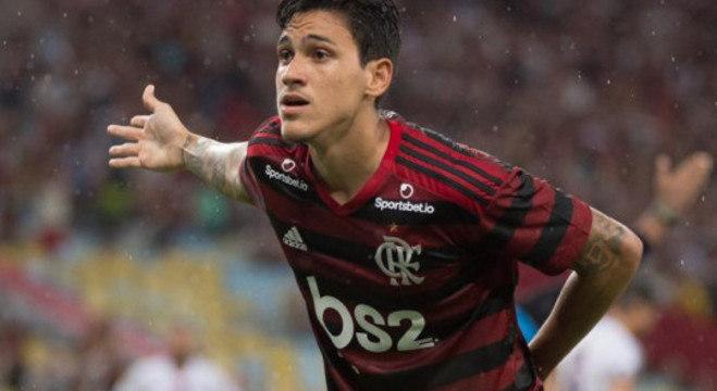 A Globo não mostrou o primeiro encontro de Pedro com a torcida do Flamengo