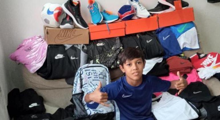 O menino Pedro, oito anos. Segundo jogador mais jovem a ter contrato com a Nike