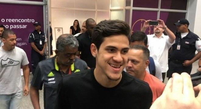 Pedro desembarcou na manhã desta sexta-feira, para se apresentar no Flamengo