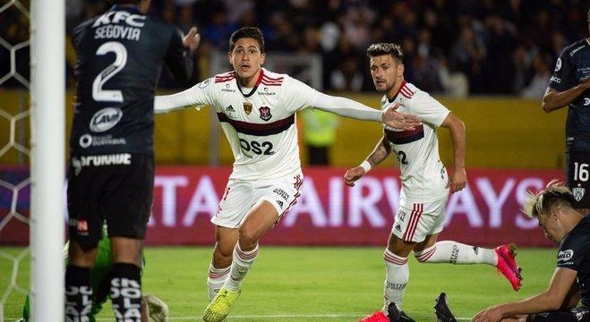 Pedro marcou o gol da virada. Mas, depois, viria o pênalti inexistente