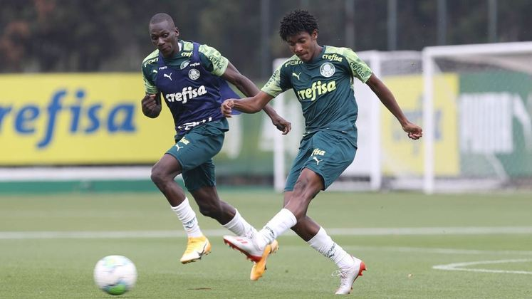 Pedro Acácio (à direita) (18 anos - meia): Ganhou a primeira chance com Abel Ferreira e tem três jogos pelo Verdão, nenhum como titular.