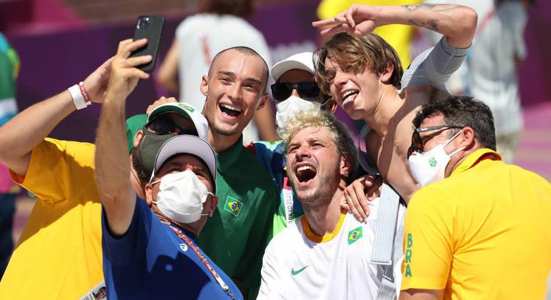 Barros comemorou medalha com Quintas, Luizinho e membros do skate brasileiro