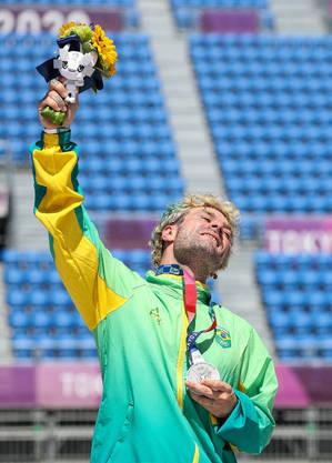 Barros ficou com prata na estreia do skate no programa olímpico