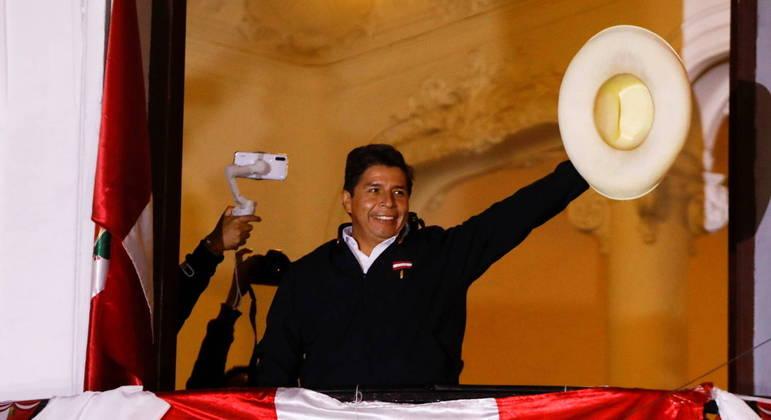 Pedro Castillo (foto) assume a presidência do Peru na quarta-feira