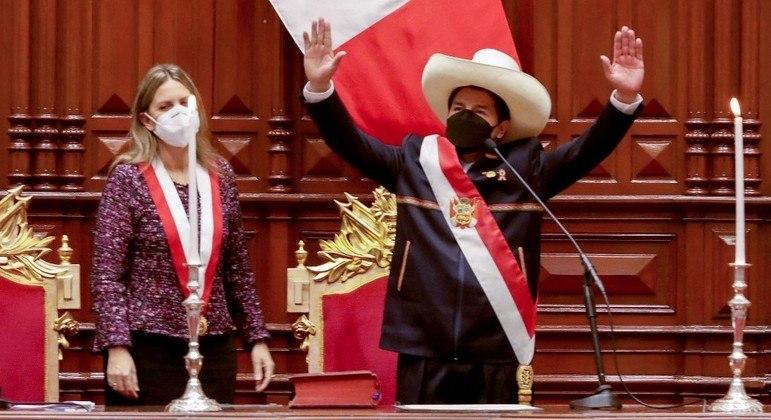 Pedro Castillo tomou posse da presidência do Peru nesta quarta (28)