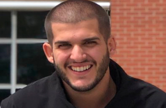 Pedro Certezas - O comentarista e humorista é assumidamente botafoguense. Ele é companheiro de Casimiro na TNT e famoso por comentar sobre esportes com um tom humorístico.