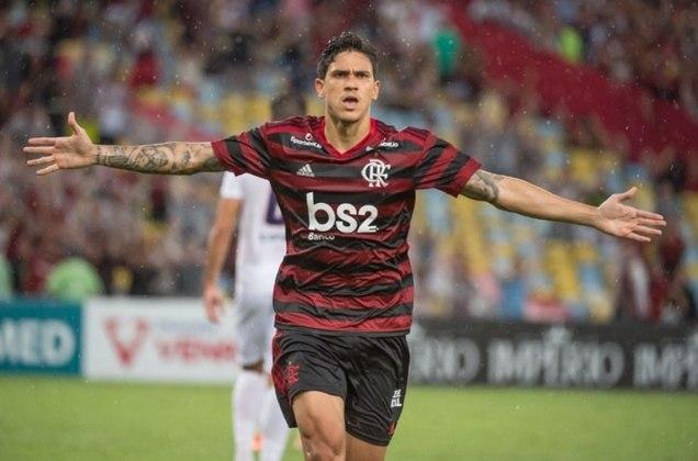 Pedro chegou ao Flamengo por empréstimo, em 2020, e viveu situação similar a de Gabigol: destacou-se, com muitos gols, e foi comprado pelo clube ao fim do contrato. Seu contrato definitivo é válido até dezembro de 2025.