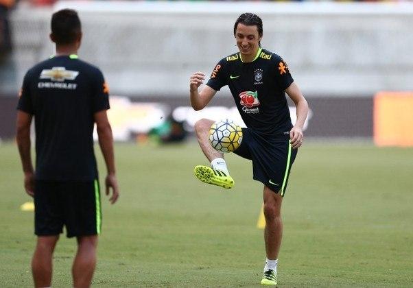 Pedro Geromel, do Grêmio, é um dos zagueiros escolhidos para defender esse time de grandes nomes do futebol brasileiro