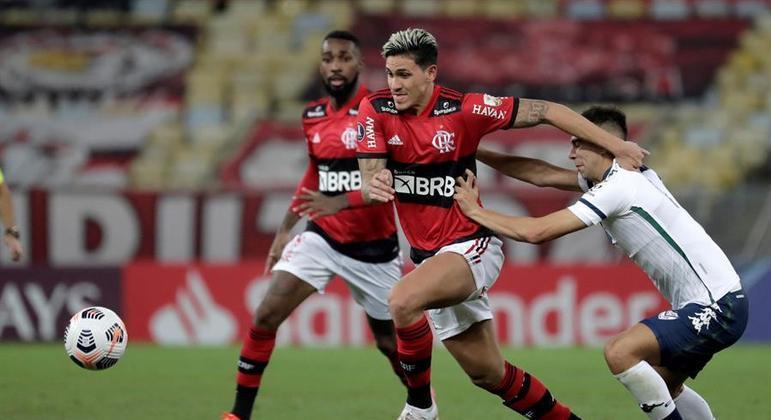 Com a ausência de Bruno Henrique, Pedro foi titular no ataque do Flamengo
