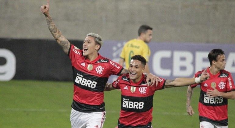 Pedro comemora o gol que abriu o placar na vitória do Flamengo sobre o Cuiabá