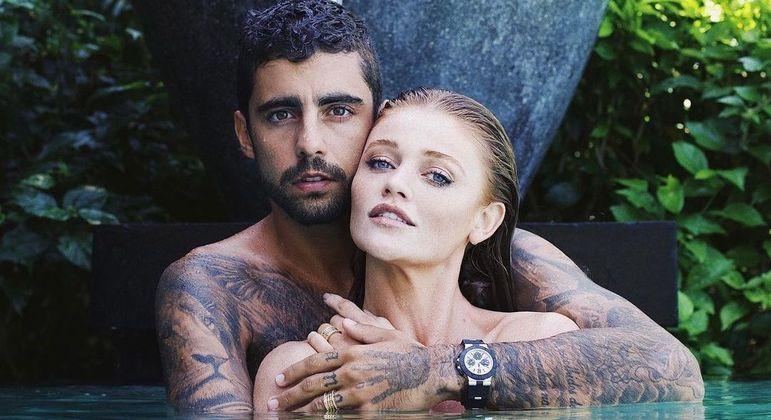 Surfista e modelo estão juntos desde 2019 e neste ano oficializaram a união civil