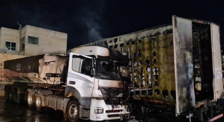 Caminhão pegou fogo durante a madrugada em Belo Horizonte