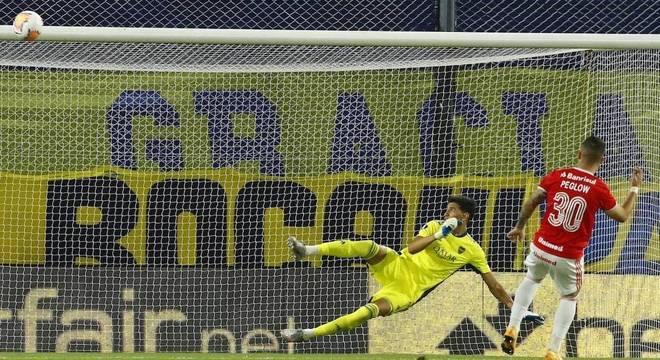 Peglow desperdiçou a última cobrança na derrota do Inter para o Boca Juniors