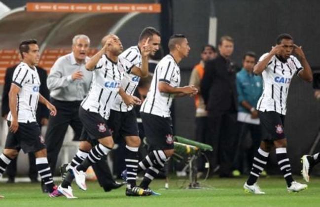 Pela Pré-Libertadores de 2015, o Corinthians já começou exorcizando o fantasma do Tolima, contra outro time colombiano, o Once Caldas. Logo no primeiro minuto de jogo, Emerson Sheik abriu o placar. Felipe, Elias e Fagner fecharam a goleada por 4 a 0.