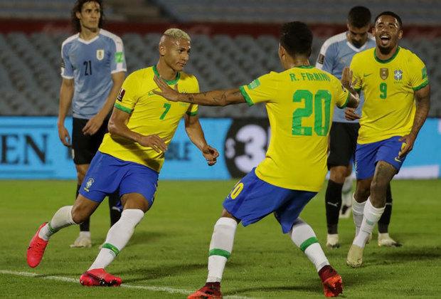 Pela quarta rodada das Eliminatórias da Copa do Mundo de 2022, o Brasil foi superior ao Uruguai e venceu por 2 a 0, com boas atuações de Arthur e Renan Lodi. Veja as notas do LANCE! para a Amarelinha na partida e os pontos positivo e negativo da Celeste. (Por Redação do LANCE!)