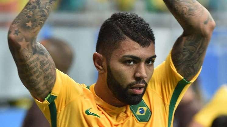 Pela Seleção Brasileira olímpica: corte de cabelo na