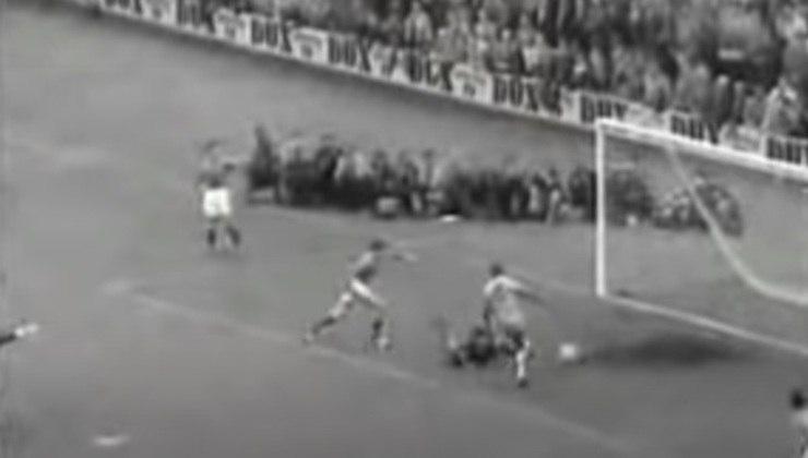 Pela Seleção Brasileira, Pelé marcou seis gols na França. Três apenas na semifinal da Copa do Mundo de 1958, primeira conquista canarinha