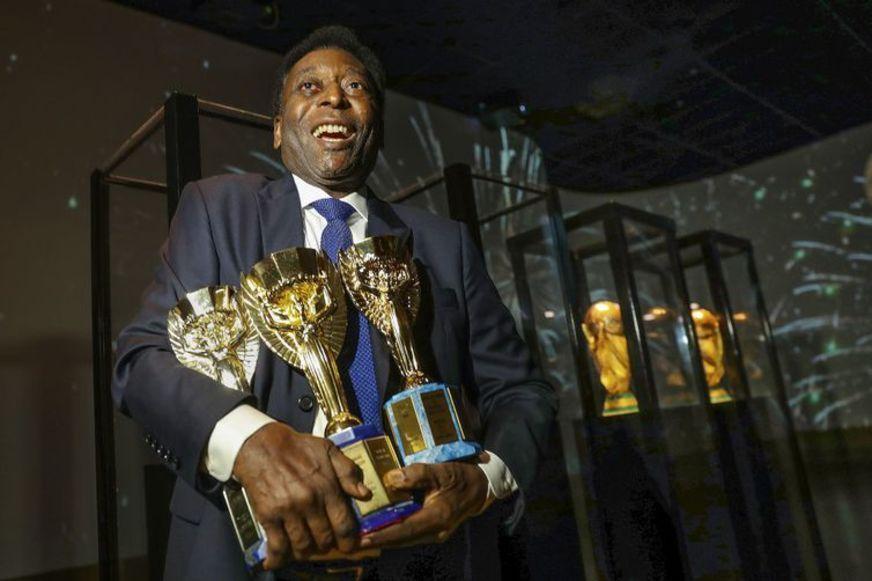 Edson cultua a imagem vencedora de Pelé. Será assim até o final da vida