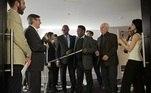 EEUU CINE:PFX011. NUEVA YORK (NY, EE.UU.), 21/04/2016.- El exfutbolista brasileño Pelé (c) llega a una rueda de prensa sobre la película 'Pelé, el nacimiento de una leyenda' hoy, jueves 21 de abril de 2016, durante el Festival de Cine de Tribeca en Nueva York (EE.UU.). El filme se estrenará en el evento el próximo sábado.