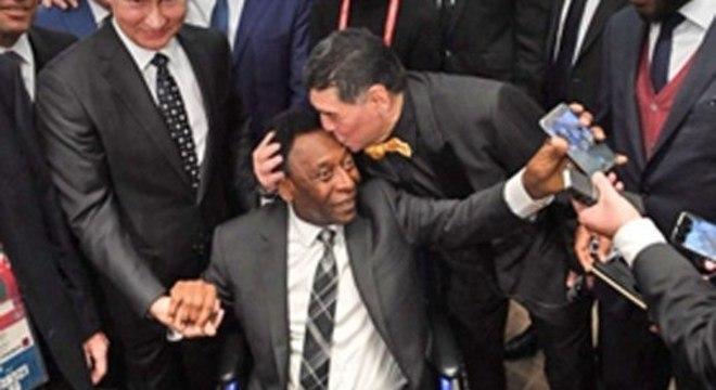 Enquanto o mundo homenageia os 78 anos de Pelé, o Brasil o humilha