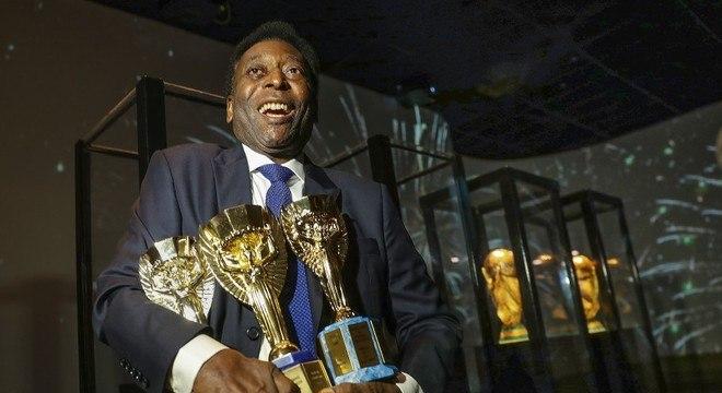Tricampeão mundial, Pelé sempre teve postura de rei. Com a bola nos pés
