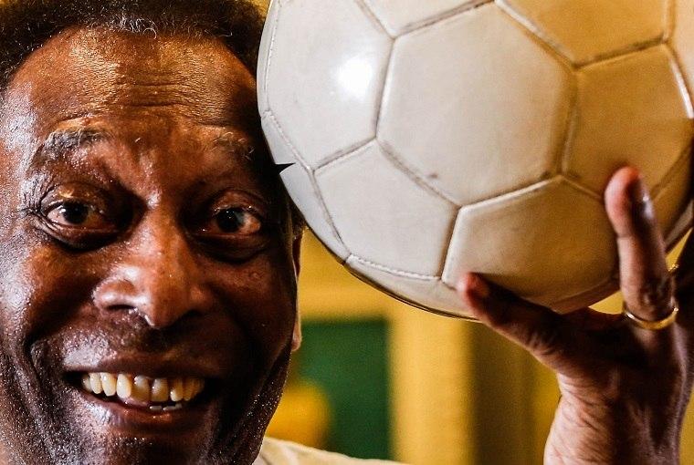 Aos 80 anos e recluso pela pandemia do novo coronavírus, Pelé vive de glórias