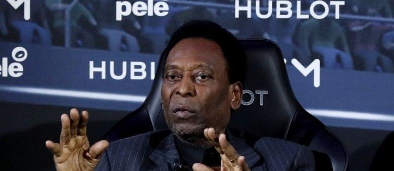 Pelé foi internado inicialmente em Paris, por causa de infecção urinária