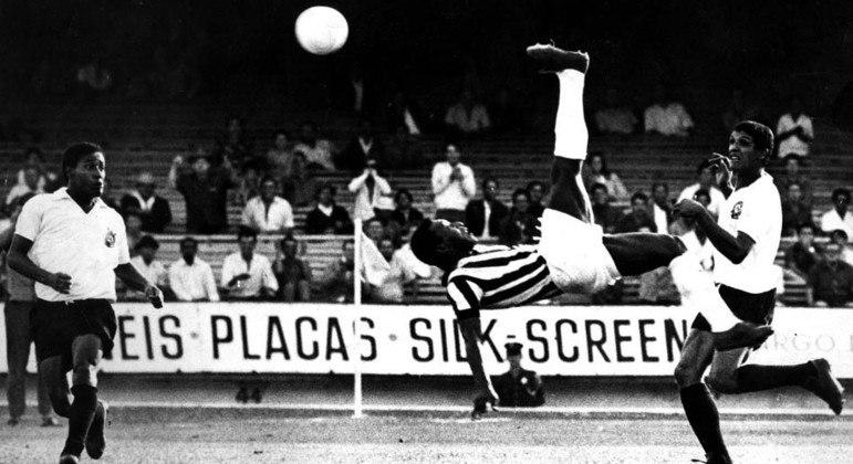 É a imagem do jogador espetacular que Pelé deseja preservar. Por isso, está recluso