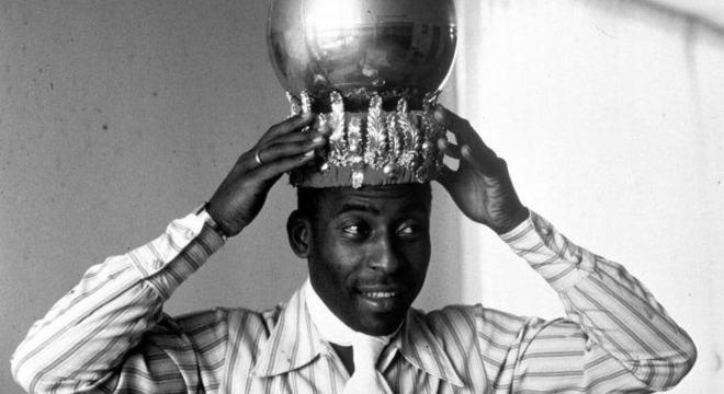 Pelé adorava e cultivava a imagem de 'rei do futebol'. Silêncio sobre a Ditadura