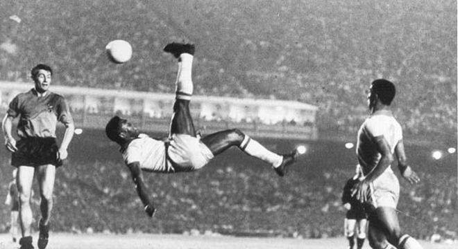 A foto antológica da bicicleta de Pelé