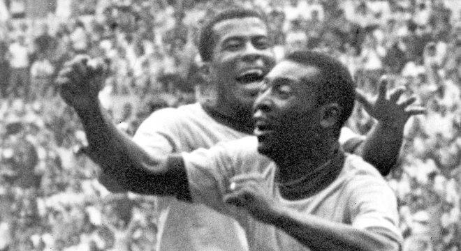 Pelé marcou mais de 1.200 gols na carreira e só defendeu três camisas
