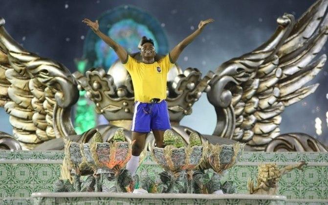 Pelé e Neymar: O rei do futebol e outra grande lenda do Santos Neymar foram lembrados pela Grande Rio, em 2016. A ideia da escola de samba carioca era homenagear a cidade de Santos - então os dois fruto do Peixe não ficaram fora.