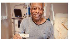 Filha de Pelé joga cartas com pai no hospital: 'Vários passos pra frente'