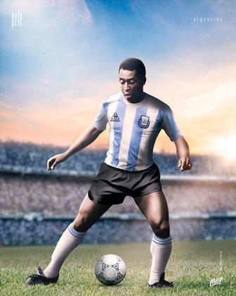 Pelé, ídolo do Brasil, com a camisa da Argentina.