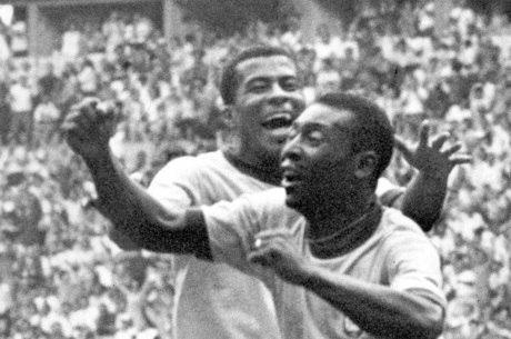 Pelé e Jairzinho vibram no jogo final contra a Itália
