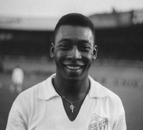 Pelé, o Rei do Futebol, é lenda do Santos, onde jogou mais de mil partidas e marcou mais de mil gols. onde jogou de 1956 até 1974. Venceu 24 títulos com a camisa do Peixe.