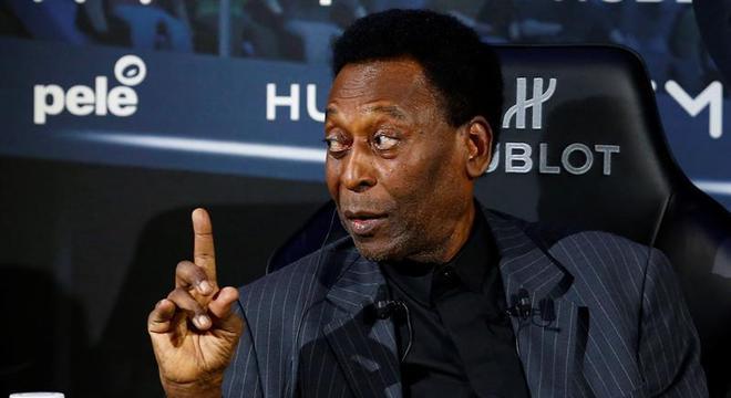 O ex-jogador Pelé está internado em Paris. Ele sofreu uma infecção urinária