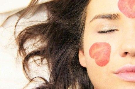 A hidratação diária diminui a oleosidade e evita o efeito rebote