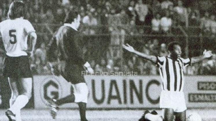 Pelé teve três despedidas na carreira. A primeira foi pela Seleção Brasileira, em amistoso contra a Iugoslávia, em 1971. Depois, com o Santos, diante da Ponte Preta, em 1974. E por último em 1977, em um jogo festivo entre o Santos e o New York Cosmos.
