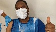 Pelé vibra ao receber vacina, mas avisa: 'Pandemia ainda não acabou'