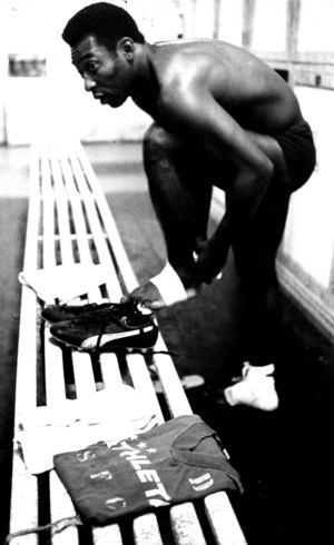 Pelé foi obrigado a voltar do vestiário
