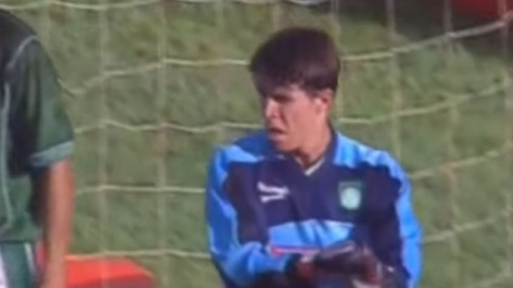 Pelo Brasileiro de 2001, o Palmeiras já vinha perdendo para o Vasco por 2 a 1 quando Marcos saiu da área e parou Ely Thadeu com falta. Após a expulsão do goleiro, Taddei foi para a meta alviverde. Ele até fez boa defesa em cobrança de falta de Romário, mas não evitou que o Baixinho, posteriormente, confirmasse a vitória por 3 a 1 do Cruz-Maltino, convertendo pênalti.