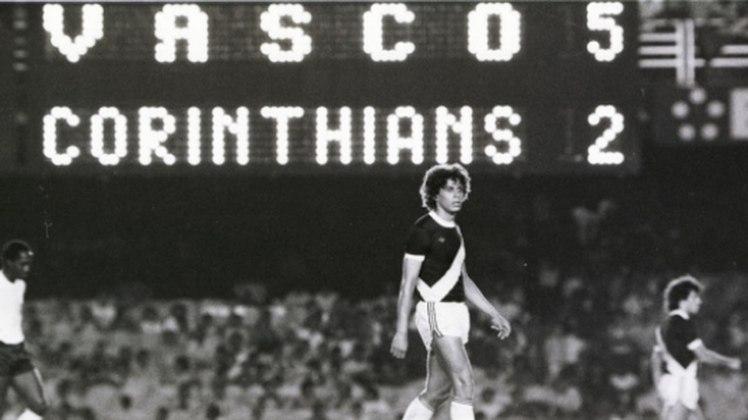 Pelo Campeonato Brasileiro de 1980, Roberto Dinamite fez história no duelo entre Vasco e Corinthians, no Maracanã. Na volta do ídolo vascaíno ao clube após curta passagem pelo Barcelona, o craque marcou os cinco gols daequipe no triunfo.