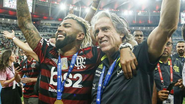 Pelo Flamengo: a primeira versão com dreads, feitos para comemorar os títulos do Campeonato Brasileiro e da Libertadores de 2019.