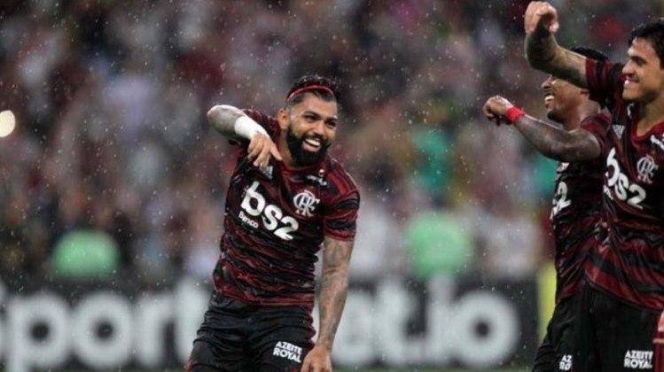 Pelo Flamengo: recentemente, Gabigol também usou arco quando deixou o cabelo crescer.