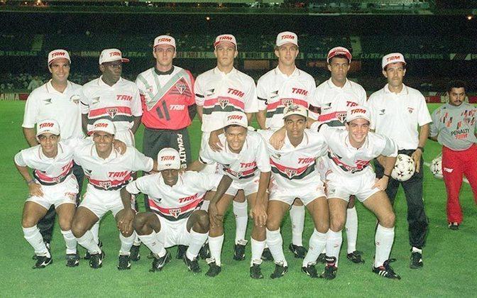 Pelo São Paulo, clube que o revelou, o ex-jogador conquistou dois títulos em sua carreira. O primeiro deles foi a Copa Conmebol de 1994, ao derrotar o Peñarol, do Uruguai.