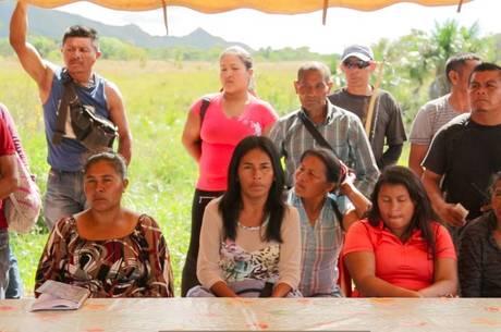 Os assuntos importantes são discutidos em amplas assembleias indígenas