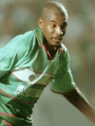 Pena: o atacante viria a atuar fora do Brasil após sua passagem pelo Palmeiras. Encerrou a carreira em 2011.